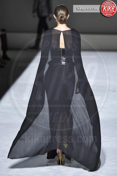Sfilata Tom Ford, Gigi Hadid - New York - 06-09-2018 - New York Fashion Week: Gigi Hadid è la dark lady di Tom Ford