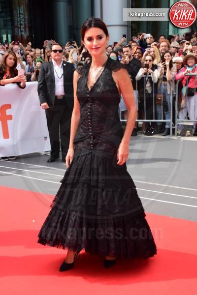 Penelope Cruz - Londra - 08-09-2018 - Penelope Cruz versione angelo nero al Toronto Film Festival
