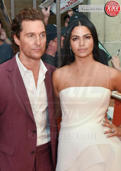 Camila Alves, Matthew McConaughey - Toronto - 07-09-2018 - Penelope Cruz versione angelo nero al Toronto Film Festival