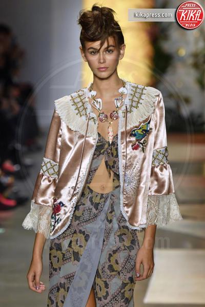 Sfilata Anna Sui, Kaia Gerber, Model - New York - 10-09-2018 - New York Fashion Week: Bella Hadid sfila per Anna Sui