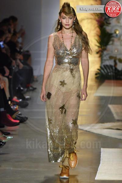 Sfilata Anna Sui, Gigi Hadid, Model - New York - 10-09-2018 - New York Fashion Week: Bella Hadid sfila per Anna Sui