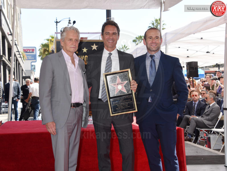 Max Mutchnick, Eric McCormack, Michael Douglas - Hollywood - 13-09-2018 - Will&Grace, Eric McCormack: un'altra stella sulla Walk of Fame