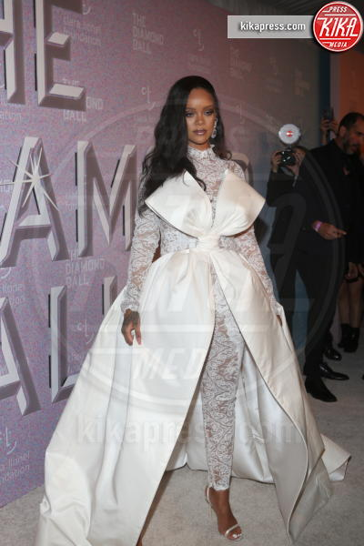 Rihanna - New York - 14-09-2018 - Rihanna, sposa fascinosa e stravagante al Diamond Ball