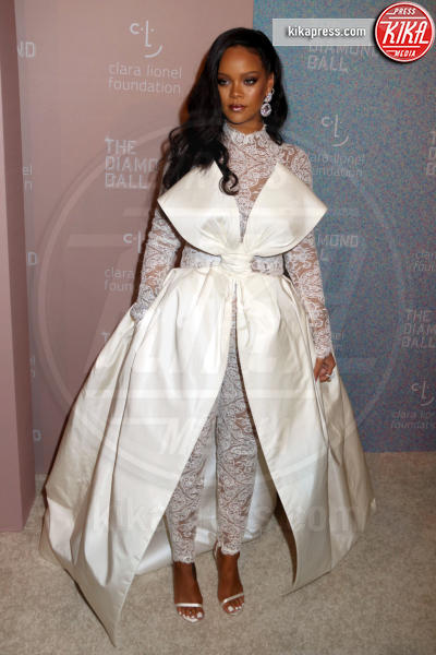 Rihanna - New York - 13-09-2018 - Rihanna, sposa fascinosa e stravagante al Diamond Ball