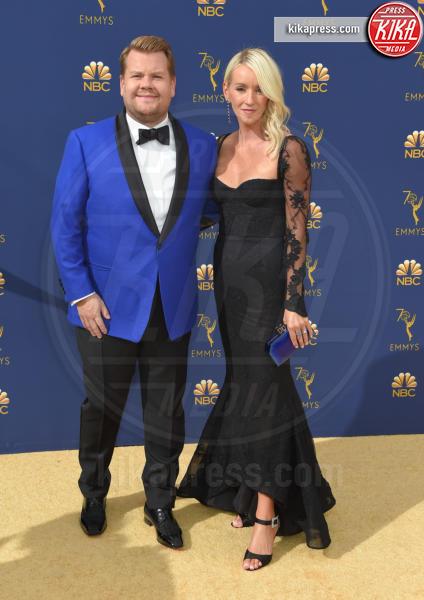 Julia Carey, James Corden - Los Angeles - 18-09-2018 - Emmy 2018: le coppie sul tappeto dorato
