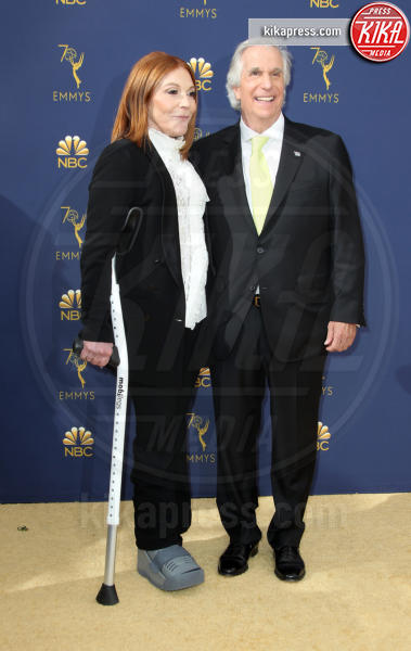 Stacey Weitzman, Henry Winkler - Los Angeles - 17-09-2018 - Emmy 2018: le coppie sul tappeto dorato