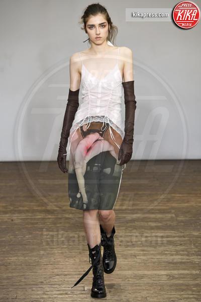 Sfilata Olivier Theyskens, Model - Parigi - 28-09-2018 - PFW: Olivier Theyskens tra rigore e balze frou frou