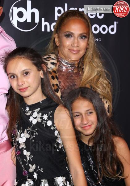 Ella Alexander, Emme Anthony, Jennifer Lopez - Las Vegas - 30-09-2018 - J Lo e Alex Rodriguez con le figlie sul red carpet di All I Have