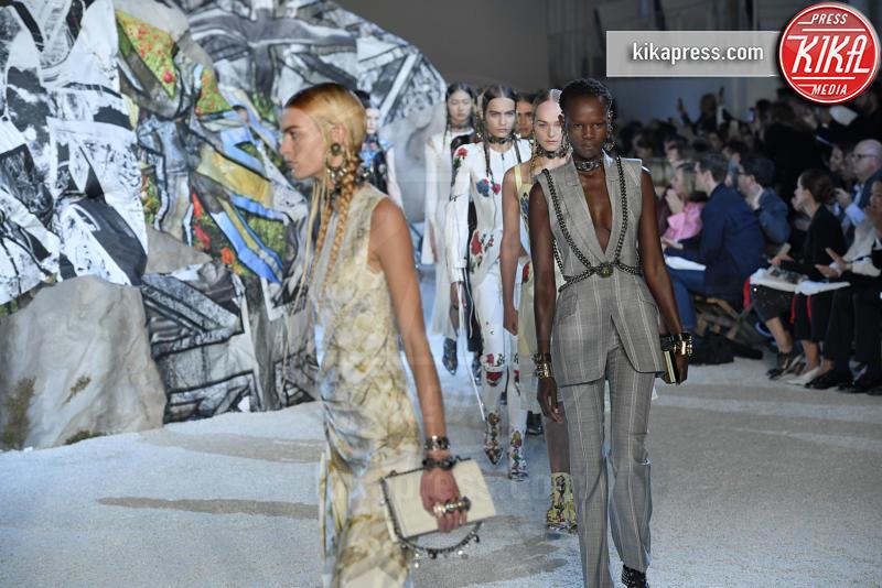 Sfilata Alexander McQueen, Model - Parigi - 01-10-2018 - Paris Fashion Week: la Metamorphosis di Alexander McQueen
