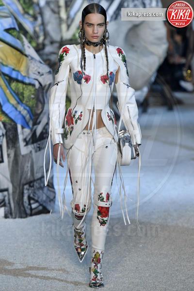 Nina Marker, Sfilata Alexander McQueen - Parigi - 01-10-2018 - Paris Fashion Week: la Metamorphosis di Alexander McQueen