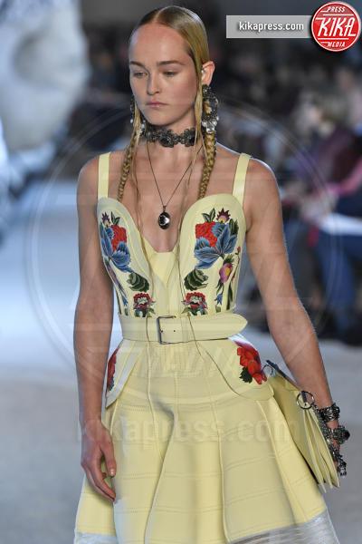Jean Campbell, Sfilata Alexander McQueen - Parigi - 01-10-2018 - Paris Fashion Week: la Metamorphosis di Alexander McQueen