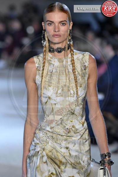 Juliane Gruner, Sfilata Alexander McQueen - Parigi - 01-10-2018 - Paris Fashion Week: la Metamorphosis di Alexander McQueen