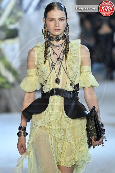Deirdre Firinne, Deirdre Fírinne, Sfilata Alexander McQueen - Parigi - 01-10-2018 - Paris Fashion Week: la Metamorphosis di Alexander McQueen