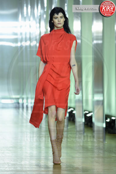 Modella - Parigi - 30-09-2018 - Paris Fashion Week, Poiret in passerella