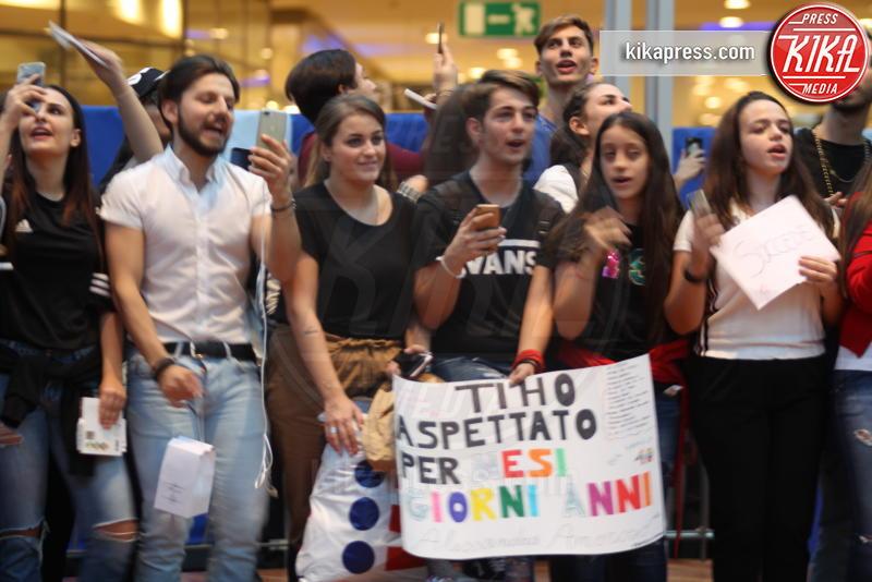 Fan Alessandra Amoroso - Marcianise (Ce) - 10-10-2018 - Alessandra Amoroso, l'incontro coi fan è da 10
