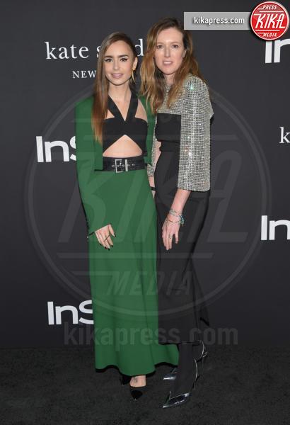 Clare Waight Keller, Lily Collins - Los Angeles - 22-10-2018 - Julia Roberts/Elizabeth Stewart, stesso look agli InStyle Awards