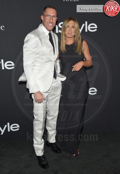 Chris McMillan, Jennifer Aniston - Los Angeles - 22-10-2018 - Julia Roberts/Elizabeth Stewart, stesso look agli InStyle Awards