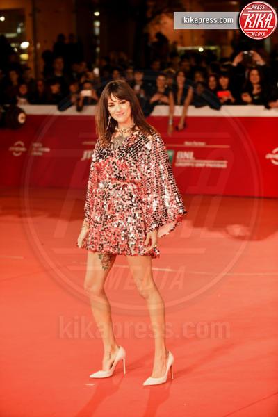 Asia Argento - 23-10-2018 - Asia Argento bacia Corona: