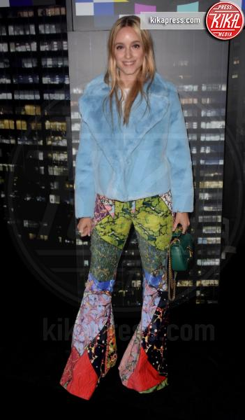sfilata Moschino, Charlotte Groeneveld, H&M - NYC - 25-10-2018 - Moschino porta Naomi in passerella, Paris Jackson sul red carpet