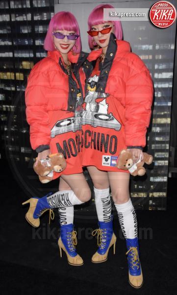 Ami, sfilata Moschino, Aya, H&M - NYC - 25-10-2018 - Moschino porta Naomi in passerella, Paris Jackson sul red carpet