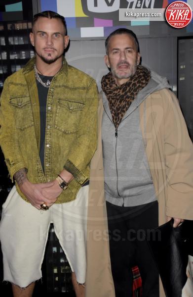 sfilata Moschino, H&M, Marc Jacobs - NYC - 25-10-2018 - Moschino porta Naomi in passerella, Paris Jackson sul red carpet