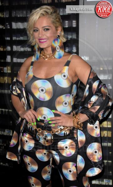 sfilata Moschino, Bebe Rexha, H&M - NYC - 25-10-2018 - Moschino porta Naomi in passerella, Paris Jackson sul red carpet