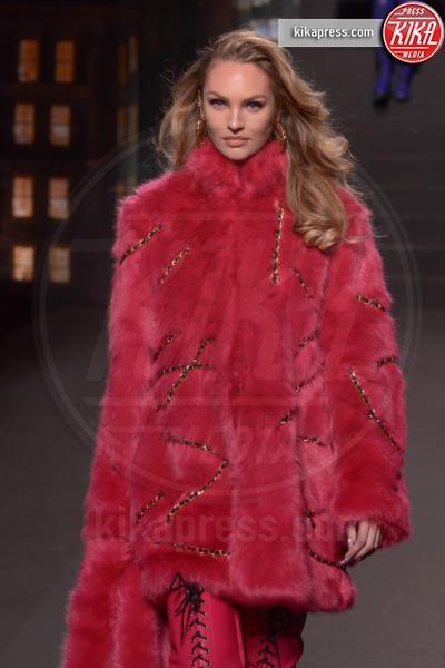 sfilata Moschino, H&M, Candice Swanepoel - New York - 25-10-2018 - Moschino porta Naomi in passerella, Paris Jackson sul red carpet