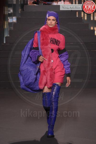 sfilata Moschino, H&M, Model - New York - 25-10-2018 - Moschino porta Naomi in passerella, Paris Jackson sul red carpet