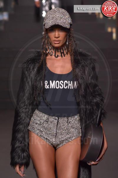 sfilata Moschino, H&M, Joan Smalls - New York - 25-10-2018 - Moschino porta Naomi in passerella, Paris Jackson sul red carpet