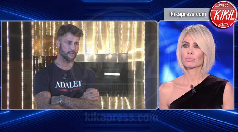 Fabrizio Corona, Ilary Blasi - 26-10-2018 - Asia Argento bacia Corona:
