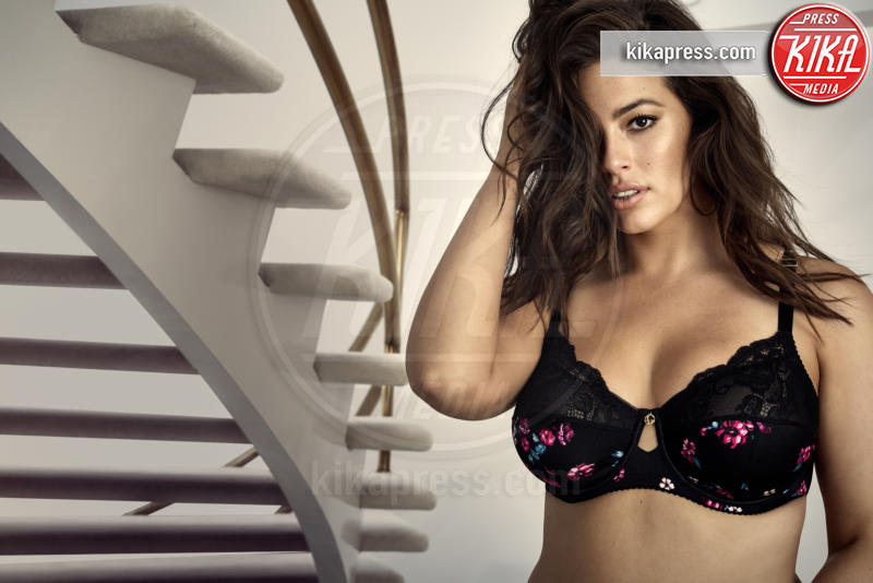 Ashley Graham - Los Angeles - 01-11-2018 - Ashley Graham posa per la sua nuova linea di lingerie