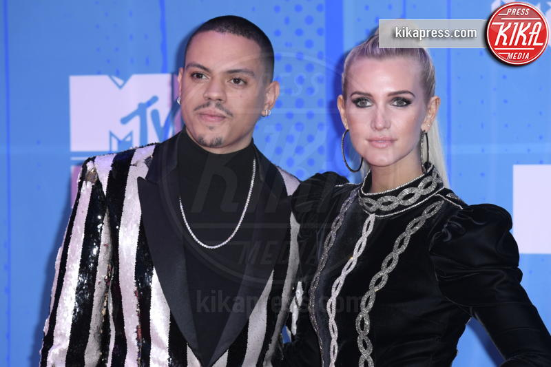 Evan Ross, Ashlee Simpson - Bilbao - 04-11-2018 - Camila Cabello fa poker agli  MTV European Music Awards 2018