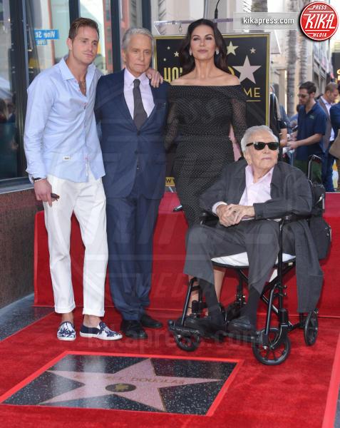 Cameron Douglas, Kirk Douglas, Michael Douglas - Hollywood - 06-11-2018 - Michael Douglas, stella al bacio sulla Walk of Fame!
