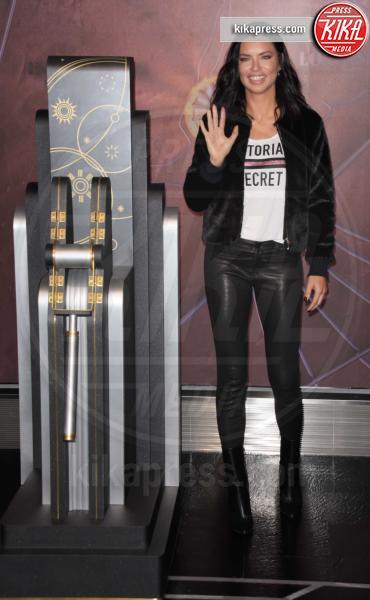 Adriana Lima - NYC - 07-11-2018 - Adriana Lima dice addio alle ali da angelo di Victoria's Secret?