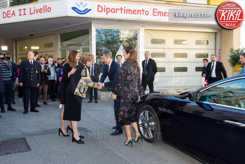 08-11-2018 - Federico e Mary di Danimarca in visita all'ospedale Bambino Gesu'