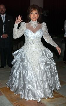 Loretta Lynn - Nashville - 08-11-2004 - La cantante country Loretta Lynn ricoverata con una polmonite