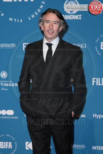 Steve Coogan - Londra - 02-12-2018 - Emma Stone: Red Passion sul tappeto rosso dei BIFA 2018