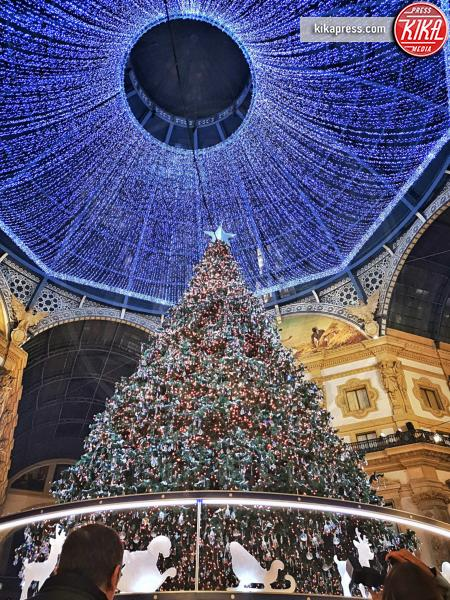 04-12-2018 - Belen Rodriguez accende il Natale milanese firmato Swarovski