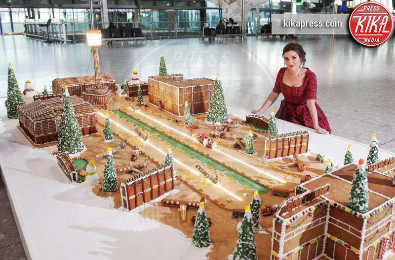 Candice Brown - Londra - 13-12-2018 - L'opera dolce all'aeroporto di Heatrow che fa venire l'acquolina