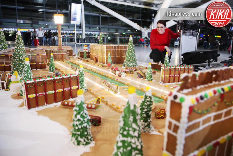 Michele Wibowo - Londra - 13-12-2018 - L'opera dolce all'aeroporto di Heatrow che fa venire l'acquolina