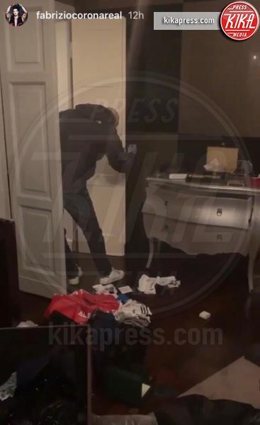 Casa Fabrizio Corona - Milano - Non c'è pace per Corona: i ladri fanno irruzione nella sua casa