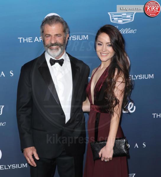 Rosalind Ross, Mel Gibson - Los Angeles - 05-01-2019 - Emily Ratajkowski: regina rossa all'Art of Elysium Heaven Gala
