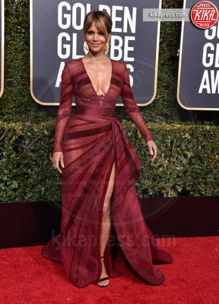 Halle Berry - Beverly Hills - 06-01-2019 - Golden Globe 2019: sul red carpet vince... il rosso!