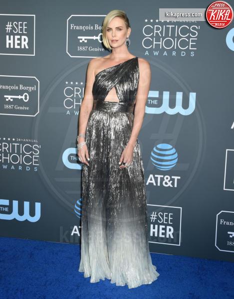 Charlize Theron - Santa Monica - 13-01-2019 - Lady Gaga: una dea greca ai Critics' Choice Awards