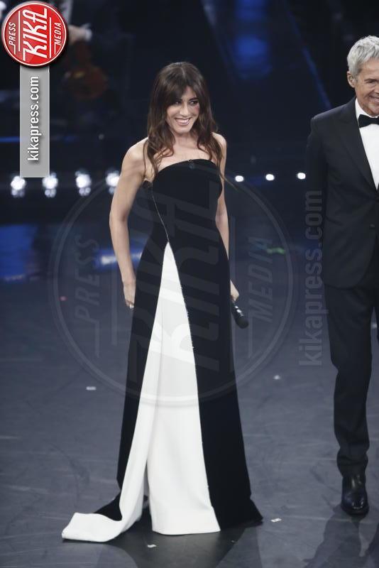 05-02-2019 - Sanremo 2019, Virginia Raffaele-Kidman: chi lo indossa meglio?
