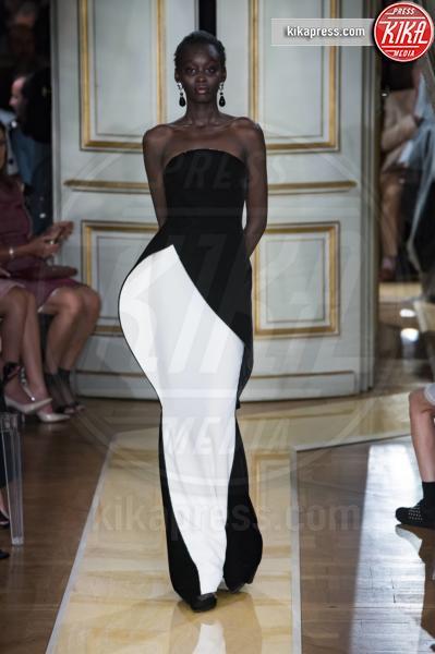 Parigi - 03-07-2018 - Sanremo 2019, Virginia Raffaele-Kidman: chi lo indossa meglio?