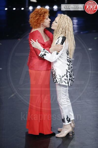 07-02-2019 - Sanremo 2019, bacio a fior di labbra per Vanoni e Patty Pravo