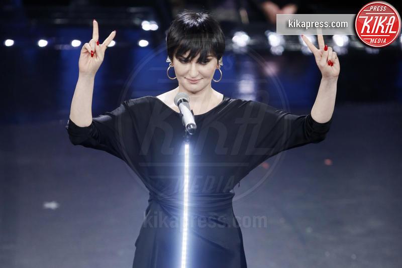 09-02-2019 - Sanremo 2019, ultimo atto, Elisa commuove con l'omaggio a Tenco