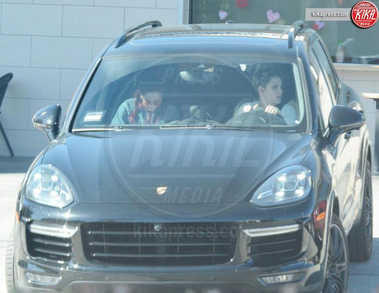 Kristen Stewart - Los Feliz - 12-02-2019 - Kristen Stewart e Sara Dakin: i panni sporchi si lavano a secco!