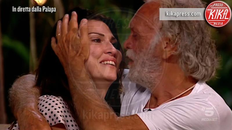 Karin Trentini, Riccardo Fogli - 21-02-2019 - Isola dei Famosi, Ariadna Romero lasciata in diretta